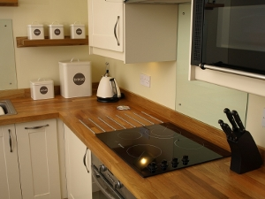 The kitchen, Aros Beag between Tyndrum and Crianlarich 2 miles from the green welly stop. Excellent self catering holiday cottage on the northern fringes of the Loch Lomond and the Trossachs national park
